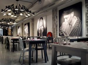 Украшение ресторана картинами